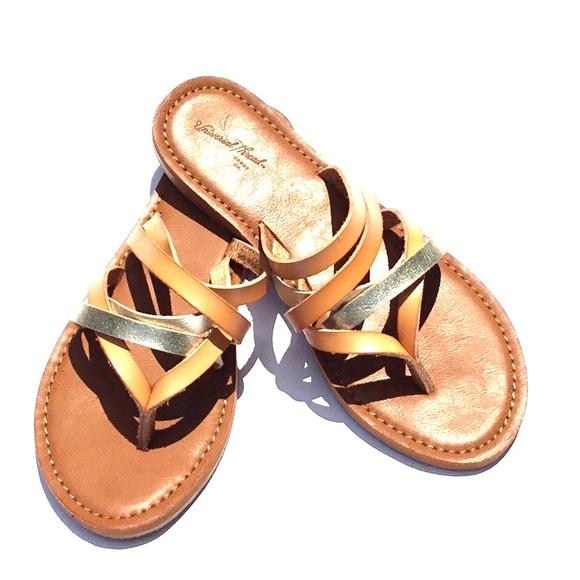 05dd5645ac55 🔵NWOT Maritza Multi Strap Gold Toe Slide Sandal. M 5b27e6e7c617772185ef08df